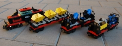 LEGO SYSTEM 4565 NÁKLADNÍ VLAK, MAŠINKA A VAGÓNKY